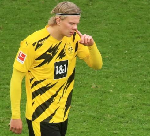 多特蒙德希望哈兰德留下来,在欧冠对阵法兰克福的比赛中失利