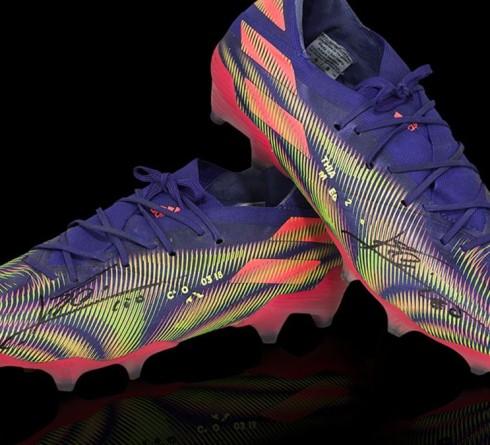 梅西的巴塞罗那进球纪录靴子以17.5万美元的价格拍卖,用于资助当地儿童医院