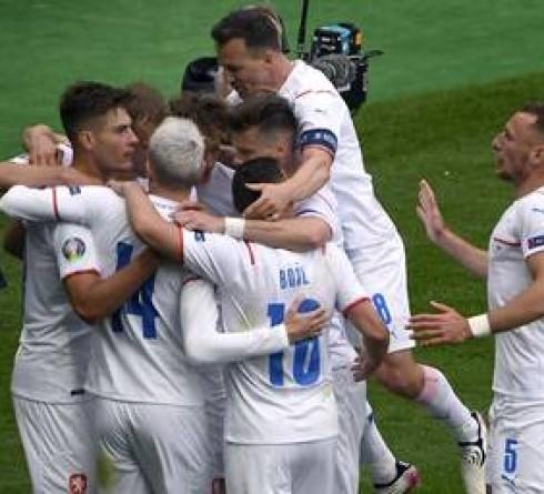 帕特里克·希克在欧洲杯上的精彩进球让苏格兰队重新回到了聚光灯下,而捷克队最终夺冠